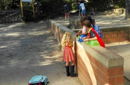 Atelier musique improvisé dans la cour